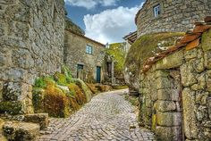 Portugal: 12 locais paradisíacos que (quase) ninguém conhece   VortexMag Places Around The World, Around The Worlds, Vila Medieval, Best Places In Portugal, Places To Travel, Places To Visit, Monsaraz, Stone Masonry, France Photos