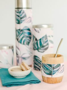 Pottery Painting Designs, Paint Designs, Pottery Art, Wood Mug, Chabby Chic, Bottle Art, Art Deco, Hand Painted, Diary Planner