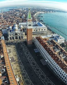 Besides Rome, Italy has many other famous tourist cities, one of which is Venice (Venezia in Italian). If you go to Italy, surely Venice is one of the. Best Places To Travel, Places To See, Traveller's Tales, Venice City, Destinations, Visit Venice, Unique Architecture, Most Beautiful Cities, City Break