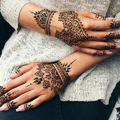 Discovered by Shana. Find images and videos about henna, nails and tattoo on We Heart It - the app to get lost in what you love. Henna Ink, Henna Tattoo Hand, Henna Body Art, Henna Tattoo Designs, Mehndi Designs, Henna On Hand, Mandala Hand Tattoos, Henna Hand Designs, Cool Henna