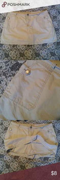 Faded glory women's khaki skort Cute khaki skort with pockets in the back and deep pockets in the front with a cute strap and button to close it.Good condition.woman's 26w No Boundaries Shorts Skorts