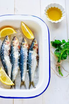 The Coffee Break: Fried sardines with garlic, chilli and fresh herbs - fish Good Food, Yummy Food, Fish And Seafood, Light Recipes, Coffee Break, Fresh Herbs, Food Styling, Fries, Food Photography