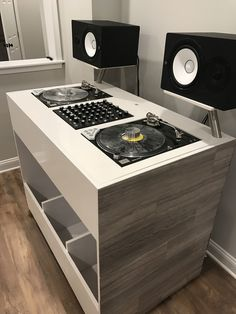 New Music Design Room Side Tables Ideas Dj Dj Dj, Dj Stand, Dj Table, Dj Decks, Vinyl Record Storage, Cube Storage, Dj Setup, Dj Gear, Studio Room