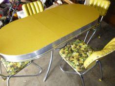 VINTAGE 1950s FORMICA/CHROMETRIM TABLE & 4 CHAIRS AWESOME ART DECO COLORS Vintage Stuff, Vintage Metal, Awesome Art, Cool Art, 1960s Furniture, Art Deco Colors, Vintage Kitchen Appliances, Dinette Sets, Mid-century Modern