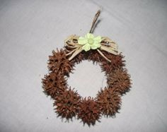 Wreath Minature Sweetgum ball by ButlersKorner on Etsy Primitive Christmas Ornaments, Christmas Ornament Crafts, Christmas Tree Themes, Christmas Centerpieces, Sweet Gum Tree Crafts, Magnolia Leaf Garland, Nature Crafts, Holidays And Events, Diy And Crafts