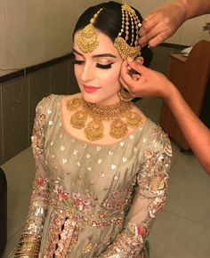 bridal jewelry for the radiant bride Pakistani Bridal Makeup, Pakistani Wedding Outfits, Indian Bridal Lehenga, Indian Outfits, Bridal Jewelry, Gold Jewellery, Jewellery Designs, Silver Jewelry, Indian Jewelry