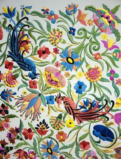 Mantón de Manila bordado por Paquili para Loewe Flamenco Dancers, Verbena, Shawls, Miniatures, Textiles, Embroidery, Prints, Pattern, Clothes