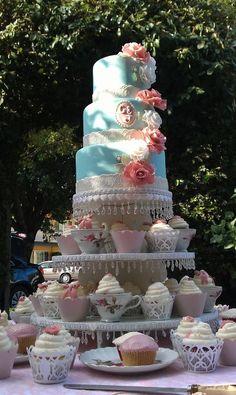 Vintage wedding cake with Teacup cupcakes