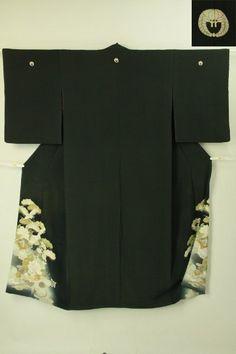 Black tomesode kimono / 黒地 鶴松花と草紙柄 留袖   #Kimono #Japan http://global.rakuten.com/en/store/aiyama/