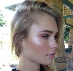 Forget Contouring, Strobing Is Way Easier dewy makeup – Yes! Much more natural, attractive, and easier than contouring (yuck)! Beauty Make-up, Beauty Secrets, Beauty Hacks, Hair Beauty, Beauty Tips, Beauty Products, Beauty Ideas, Beauty Care, Le Contouring