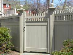 Jamestown style, in taupe, gate vinylprivacynew_vinyl-fence-… – Door Ideas White Vinyl Fence, White Picket Fence, Garden Gates And Fencing, Fence Gate, Large Backyard Landscaping, Backyard Fences, Front Gates, Front Fence, Vinyl Gates