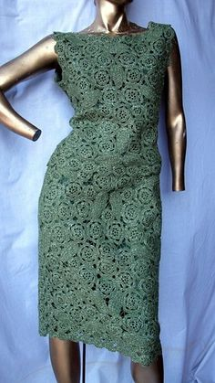 """SZ MED SHELL TOP BUST 40"""" WAIST 34"""" TOP LENGTH 21""""  SKIRT WAIST 30"""" HIPS 40"""" SKIRT LENGTH 26""""  A BEAUTIFUL SLEEVELESS TOP OLIVE GREEN WOOL LACE FABRIC FULLY LINED IN SILK SCALLOPED EDGE  STRAIGHT SKIR"""
