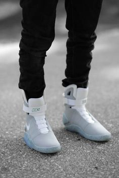 Nike Air Mag - Back To The Future Marty Mcfly. Basket Sneakers, Shoes Sneakers, Cyberpunk Kleidung, Hypebeast, Streetwear, Reebok, Baskets, Nike Air Mag, Sneaker Boots