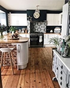 "Olivra Homedecor on Instagram: ""Kitchen goals?!😍 🏠Follow us @olivra.homedecor 👉🏻Follow us @olivra.homedecor ➖➖➖➖➖➖➖➖➖➖ 📷 by @melaniejadedesigns…"""
