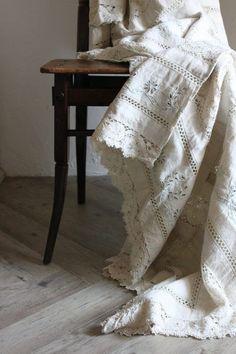 Ana Rosa Linen and Lace Shabby Vintage, Vintage Lace, Shabby Chic, Vintage Soul, Vintage Crochet, Vintage Accessoires, Textile Fabrics, Linens And Lace, Fine Linens