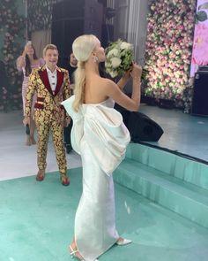 """Ксения Афанасьева on Instagram: """"Кинули букет новой невесте!!! Пусть удача улыбнется ей!!! 💐 спасибо @nikolaibaskov за веселую свадьбу! #букетневесты #басков…"""" Lebanese Wedding, Wedding Videos, Bridesmaid Dresses, Wedding Dresses, Wedding Moments, Videography, Fashion, Bridesmade Dresses, Bride Dresses"""