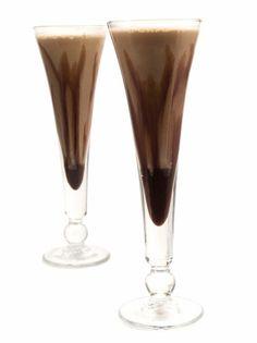 Diabeł w butelce. Diavolo in bottiglia. Liquor Drinks, Daiquiri, How To Make Cheese, Frappe, Martini, New Recipes, Christmas Time, Champagne, Food And Drink