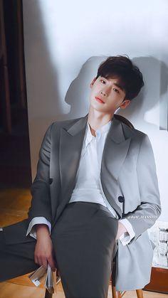Lee Jong Suk Lee Jong-suk Shows His Dark Side in Latest Crime Thriller Lee Joon, Asian Actors, Korean Actresses, Actors & Actresses, Jung So Min, Lee Jong Suk Wallpaper, Jong Hyuk, Kang Chul, Handsome Korean Actors