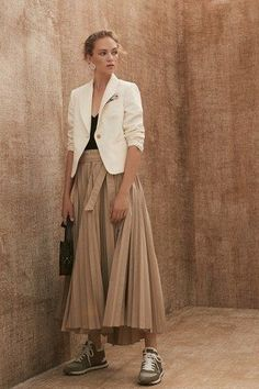 Brunello Cucinelli Spring 2020 Ready-to-Wear Collection - Vogue / Beige outfit, skirt and sneakers Fashion Weeks, Fashion 2020, Daily Fashion, Spring Fashion, Fashion Show, Fashion Outfits, Fashion Trends, Beige Outfit, Brunello Cucinelli