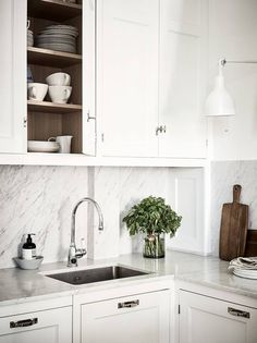 Cozy kitchen and dining area - via Coco Lapine Design blog