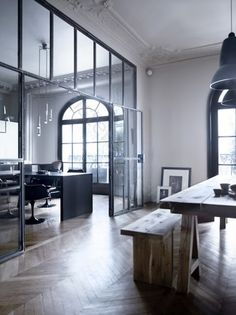 Wanden, gevels en deuren van glas en staal. | Glazen wand als scheiding tussen eetkamer en woonkamer. Door Di-