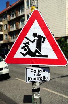 Polizei außer Kontrolle - Streetart aus Hamburg St. Pauli
