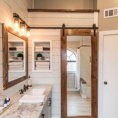 Modern Farmhouse Bathroom Decor Ideas 33 – Home Design Modern Farmhouse Bathroom, Urban Farmhouse, Rustic Farmhouse, Farmhouse Style, Farmhouse Interior, Farmhouse Design, Diy Bathroom Decor, Small Bathroom, Master Bathroom