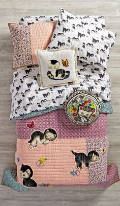 Take a look at this charming kids' bedding inspired by The Shy Little Kitten and you'll feel anything but bashful. With a vintage feel that captures the spirit of this classic tale, the collection is adorned with hints of metallic, black and neon to give it a slightly more modern feel. The quilt features the classic character from the classic Little Golden Book, and the printed sheets are made of soft, heathered cotton jersey. Part of our Little Golden Books for Nod collection.