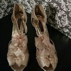 Gold glitter heels Worn 1x - 5 inch heel - platform toe. Material Girl Shoes Heels