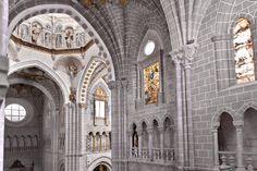 La Catedral de Santa María de la Huerta se encuentra en Tarazona, capital de la comarca de Tarazona y el Moncayo, está ubicada al pie del macizo moncaíno, a 89 km de Zaragoza.
