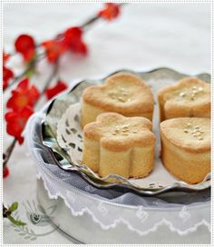 Taiwanese Pineapple Shortcakes | Anncoo Journal - want to try this with mini muffin pan instead. (TRY: 1c butter, 2T sugar, 3c flour, 1/2 c dry milk powder, 20oz pineapple filling (maybe paste from supermarket or jam even?).  Bake 325degF 20min)