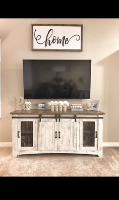 Farmhouse TV stand decor #farmhousedecor