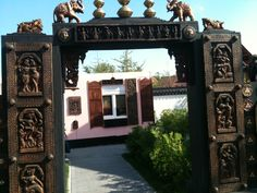 Gate to the pavilion of India