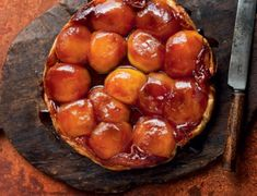 Salted Caramel Tarte Tatin - This combination of salted caramel and apples makes a divine tarte tartin recipe ideal at the end of an autumnal dinner party. Tarte Tartin, Tarte Caramel, Butter Puff Pastry, Good Food, Yummy Food, Caramelized Onions, Pretzel Bites, Tasty, Favorite Recipes