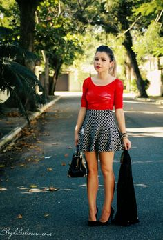 NO LOOK P&B COM VERMELHO - Ligada na Moda