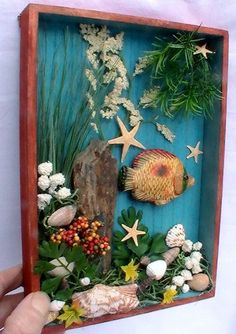 Create a beach shadow box! Sand 'N Sea Properties LLC, Galveston, TX Seashell Art, Seashell Crafts, Beach Crafts, Diy And Crafts, Arts And Crafts, Starfish, Shadow Box Kunst, Shadow Box Art, Beach Shadow Boxes