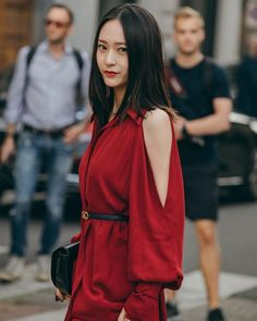 Krystal looks stunning in red at 'Milan Fashion Week' Krystal Fx, Jessica & Krystal, Jessica Jung, Krystal Jung Fashion, Krystal Jung Style, Model Tips, Blonde Model, Insta Models, Instagram Models