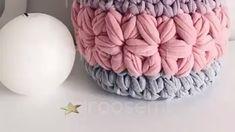 Best 11 Aprenda Crochê do Zero e Faça Lindas Peças de Crochê! Knit Purl Stitches, Crochet Stitches Patterns, Beginner Knitting Patterns, Arm Knitting, Crochet Home, Knit Crochet, Crochet Waffle Stitch, Crochet Basket Pattern, Fabric Yarn