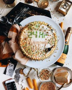 Cake on a diet. Famous Artwork, Supper Recipes, Food Pictures, Food Pics, Celebration Cakes, Avocado Toast, Camembert Cheese, Good Food, Fun Food