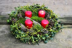 diy advent wreath, handmade from forrest findings. Christmas decoration.