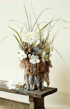 Bouquet vase blanc bouquet fleurs sauvages jolies for Bouquet bois flotte