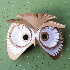 Un masque de hibou pour le carnaval / an owl mask for carnival Papier Kind, Diy Papier, Cardboard Mask, Cardboard Crafts, Diy For Kids, Crafts For Kids, Owl Mask, Paper Owls, Animal Masks