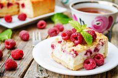 Koktajl jogurtowy z mango (mango lassi) Köstliche Desserts, Dessert Bars, Delicious Desserts, Raspberry Cheesecake Bars, Raspberry Recipes, Berry Cake, No Bake Bars, Pastry Blender, Oatmeal