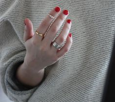 love the above knuckle ring