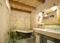 Suite Schlafhaube // TiMiMoo Boutique Hotel Clawfoot Bathtub, Bed And Breakfast, Event Design, Boutique, Room, Clawfoot Tub Shower, Breakfast In Bed, Rooms, Boutiques