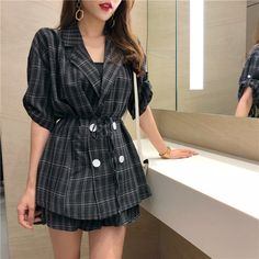 Best Ladies style looks! Womens Clothing Online Canada, Discount Womens Clothing, Womens Clothing Stores, Woman Clothing, Classy Outfits For Women, Clothes For Women, Fashion For Petite Women, Womens Fashion, Fashion Outfits