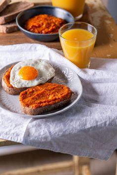 Hamburger, Eggs, Breakfast Ideas, Food, Red Peppers, Morning Tea Ideas, Essen, Egg, Burgers