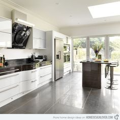 This design uses White hi-gloss cabinetry with contrasting Ebony units across the top to break up the block of color.