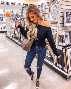 Going out outfits, casual outfits for moms, cute outfits, camo leggings out Casual Outfits For Moms, Winter Mode Outfits, Outfits With Hats, Casual Winter Outfits, Cute Casual Outfits, Mom Outfits, Winter Fashion Outfits, Look Fashion, Spring Outfits