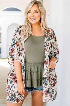 Love Lives Here Kimono, Cream Casual Plus Size Outfits, Curvy Girl Outfits, Spring Outfits Curvy Women, Plus Size Summer Clothes, Beach Outfits Women Plus Size, Plus Size Fashion For Women Summer, Plus Size Summer Outfit, Trendy Outfits, Plus Zise